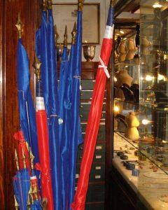 Maison Bacqueville : boutique du Palais-Royal (drapeaux)