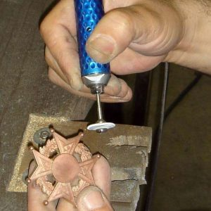 Fabrication de médailles : le polissage