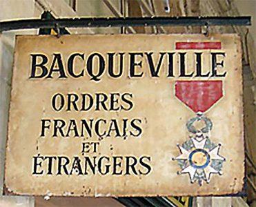 Maison Bacqueville : enseigne de la boutique du Palais Royal